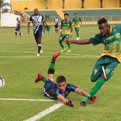 Batalla faz a jogada do segundo gol, marcado por Fleck